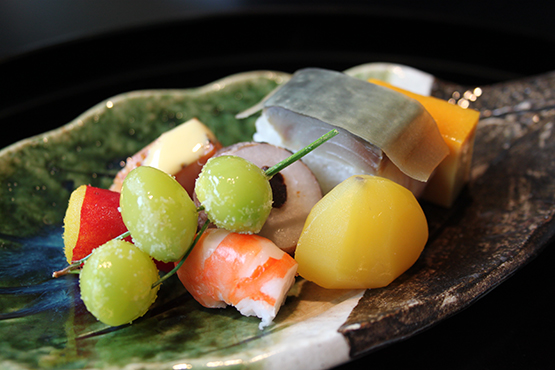 A-spring-leaf-plate-to-serve-a-Kaiseki-dish