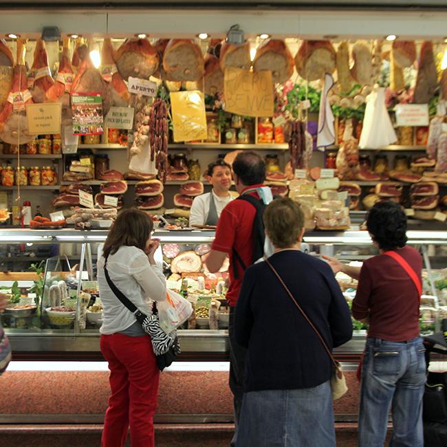 Perini's-delicatessen-001