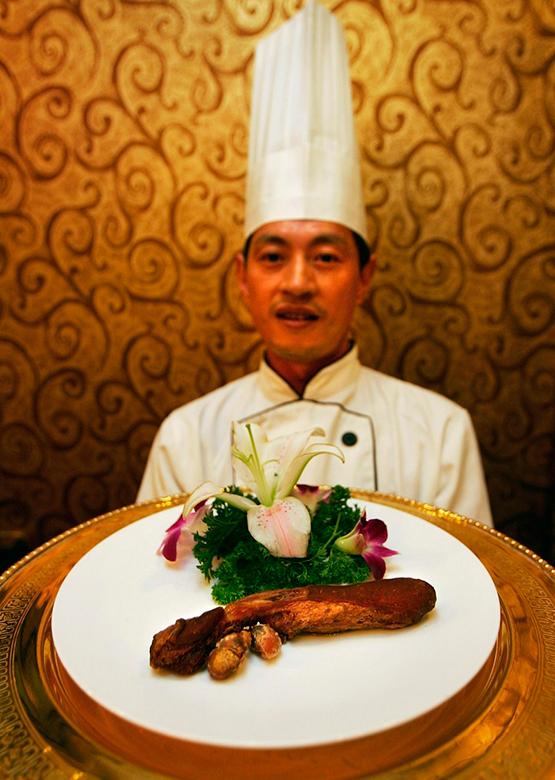 10-Weirdest-and-Craziest-Restaurants-In-The-World-Guolizhuang-Restaurant-Beijing