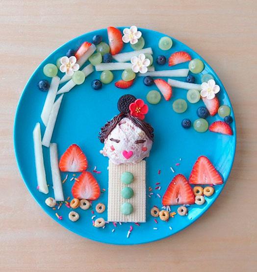 Postre de helado, galleta y fresas