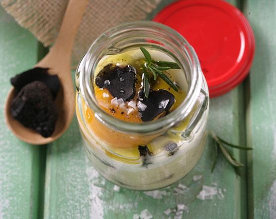 Huevo al baño marÌa sobre parmentier de setas y aroma a trufa