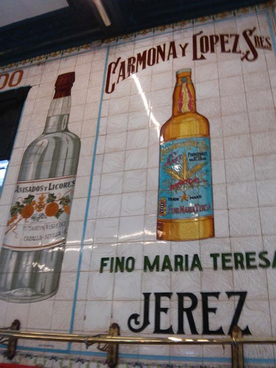carteleria-retro-Carteles-en-el-cafe-Irunia-de-Bilbao