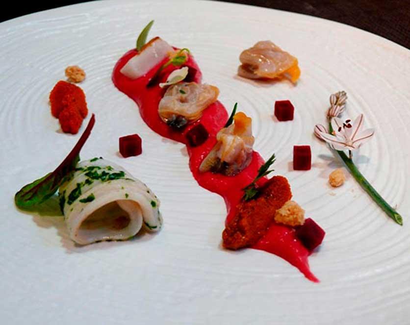 visiones-mediterraneo-gastroalicante-Gazpacho-con-productos-del-mar-del-restaurante-Abyss