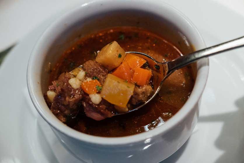 Comer en Hungría goulash